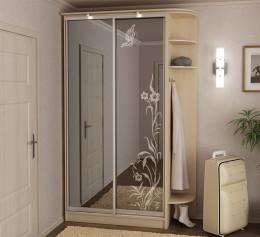 Зеркальный шкаф с полками