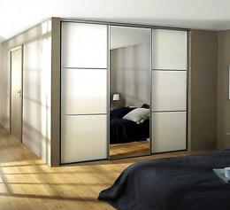 Навесные шкафы со стеклянными дверцами