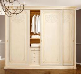 Классические шкафы в гостиную